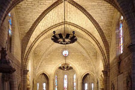 Roujan church interior